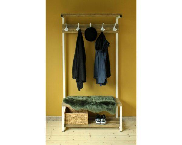 Garderobe aus Altholz und weißem Stahl