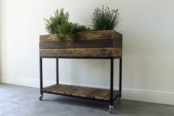 Nachhaltiges Hochbeet aus Bauholz und Stahl