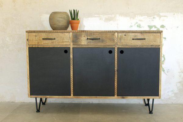 Nachhaltiges Sideboard aus Altholz