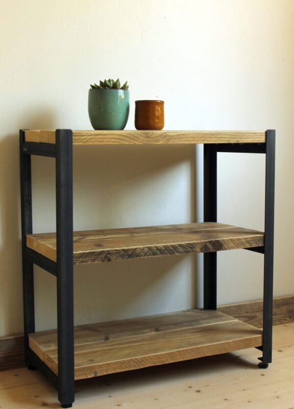 Regal aus nachhaltigem Holz und Stahl