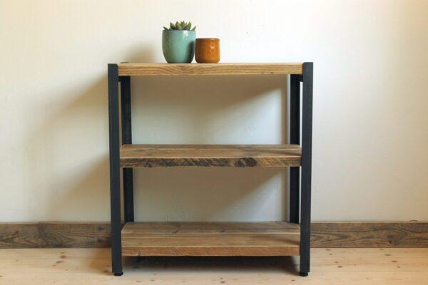 Regal aus Altholz und Stahl