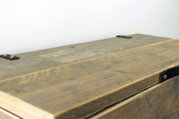 Truhe aus Altholz
