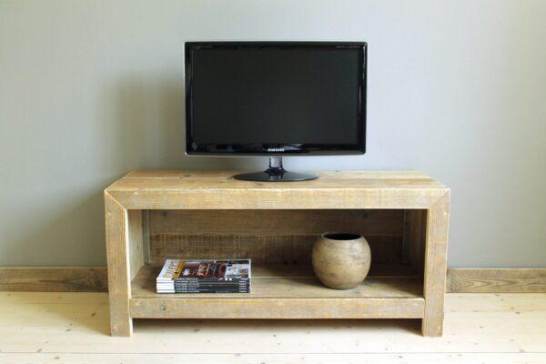 Nachhaltiges Tv- Sideboard als Altholz