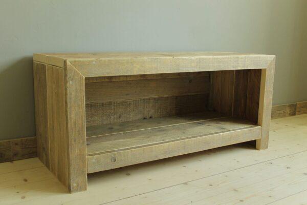 Nachhaltiges Sideboard als Altholz