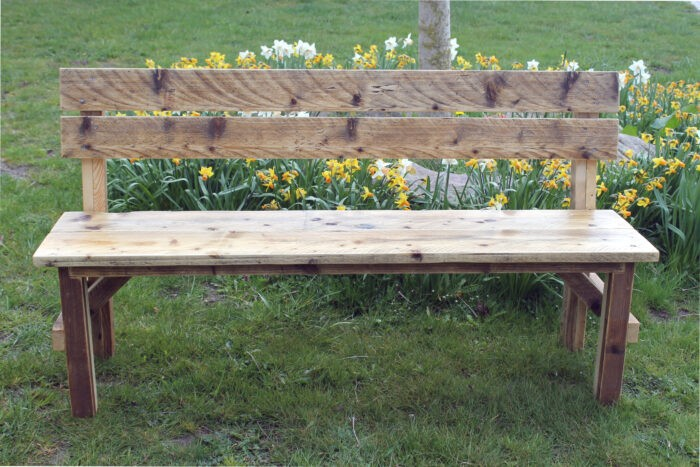 Gartenbank aus nachhaltigem Altholz