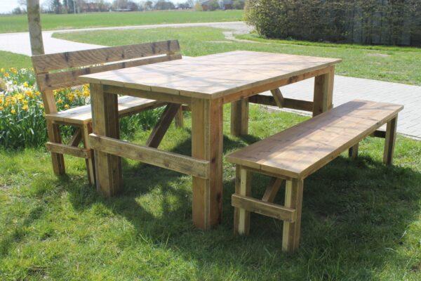 Gartentisch aus Altholz