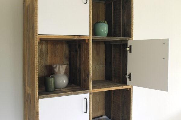 Industrielles Bücherregal aus Holz
