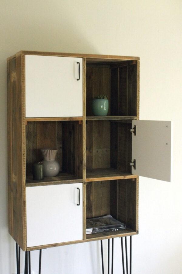 Rustikales Bücherregal aus reclaimed wood