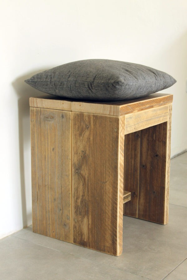 Stabile Hocker aus Holz