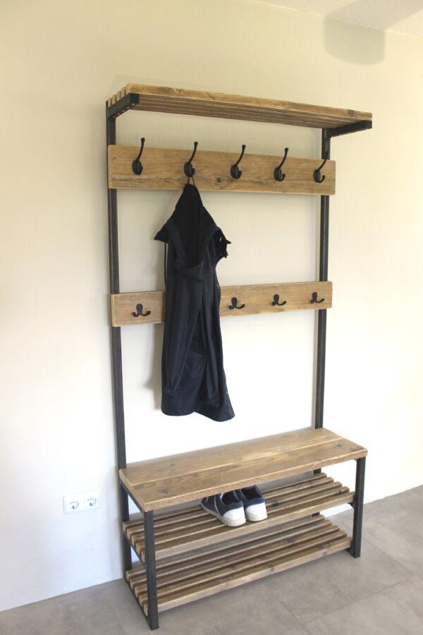 Garderobe mit bank und Schuhablage