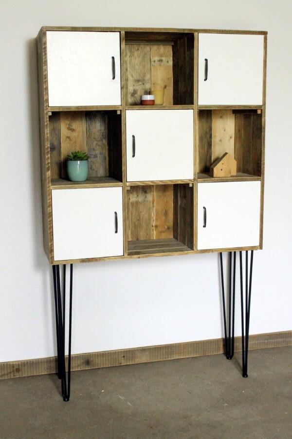 Bücherregal aus Altholz
